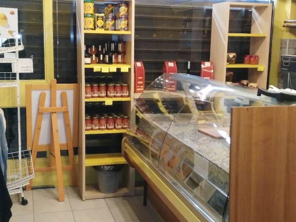 foto  Negozio in Affitto a Arluno