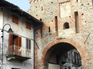Photo - Building piazza Punto Lucca 4, Piverone