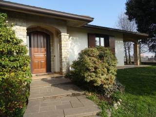 Photo - Single family villa, excellent condition, 360 sq.m., Medolago