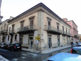Foto - Palazzo / Stabile, da ristrutturare, Vittoria