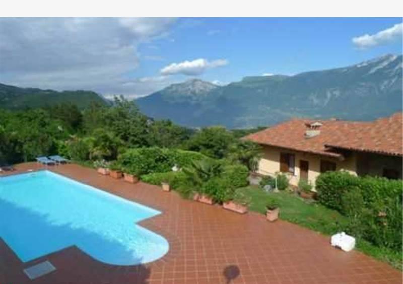 foto esterno piscina Studio via Lovrea, Tignale