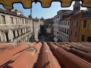 Foto - Attico / Mansarda Campo San Bortolomio, San Marco, Venezia