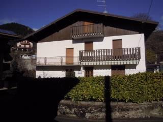 Foto - Palazzo / Stabile via Castello 1, Castione Della Presolana