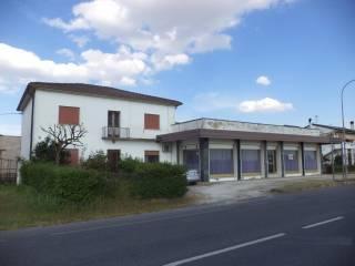 Foto - Palazzo / Stabile due piani, da ristrutturare, Asparetto, Cerea