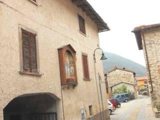 Foto - Palazzo / Stabile tre piani, da ristrutturare, Berzo San Fermo