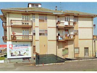 Foto - Palazzo / Stabile tre piani, da ristrutturare, Fornace Crocicchio, Carisio