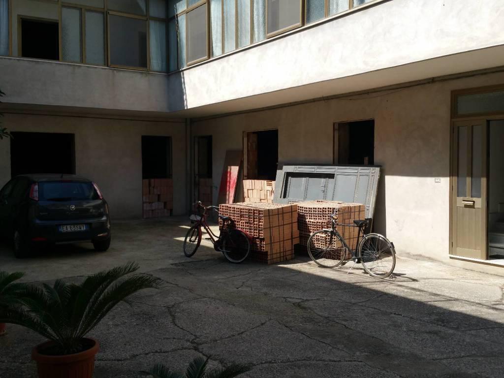 foto  Gebäude due piani, Marcianise