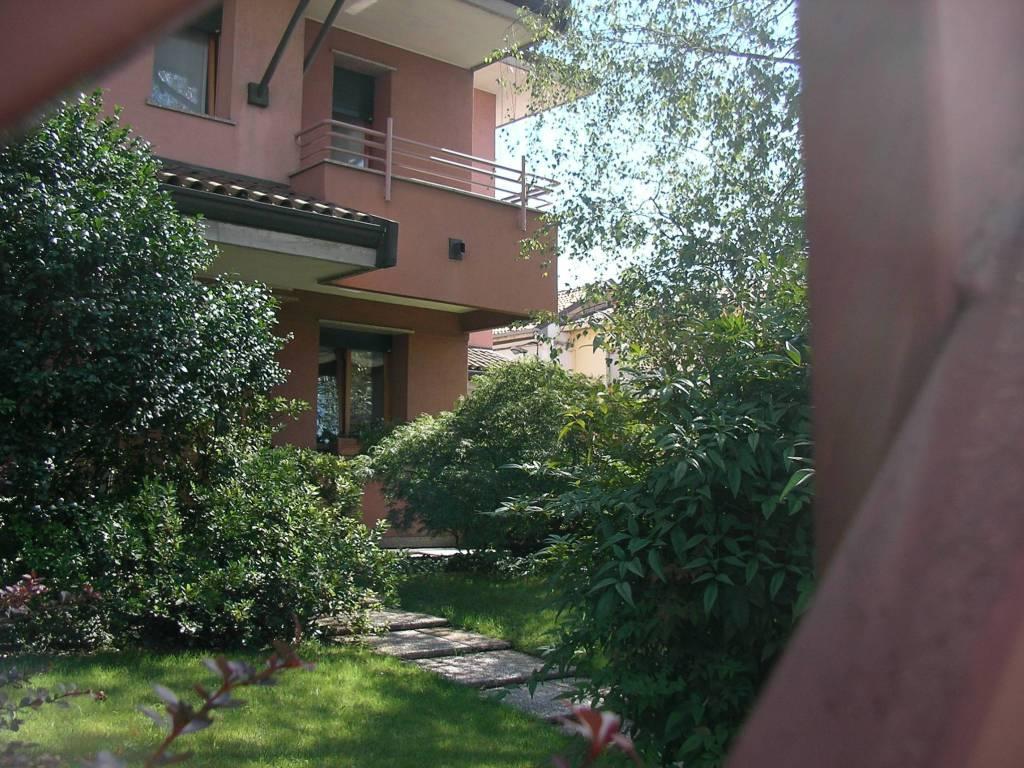 Via Trincea Delle Frasche Desio vendita villa bifamiliare in via pozzo antico 49a desio