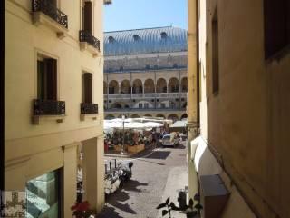 Foto - Trilocale piazza dei Frutti, Piazze, Padova
