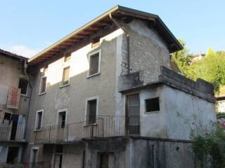 Foto - Casa indipendente via Cadamiani 25-27, Sedrina