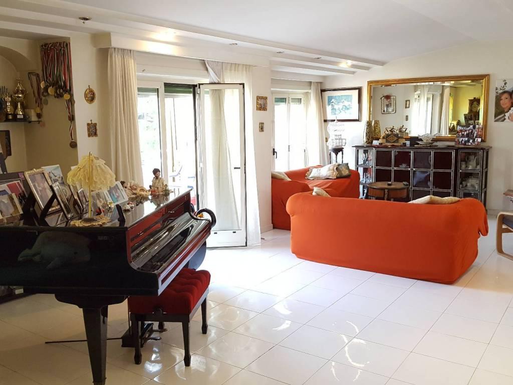 foto  Appartamento buono stato, quarto piano, Massa di Somma