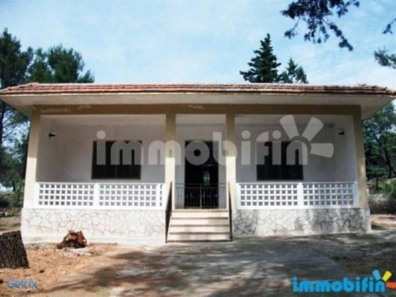 foto  Villa unifamiliare, buono stato, 17913 mq, Oria
