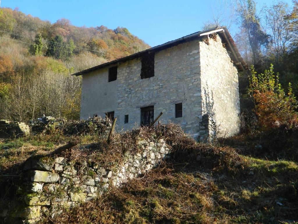 foto facciata Rustico / Casale via Girella, Dizzasco