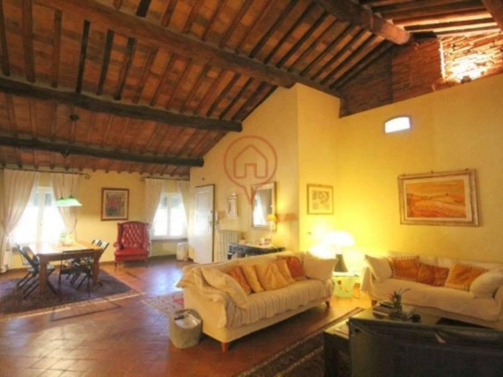 foto soggiorno Appartamento piazza Varanini, Lucca