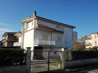 Foto - Villa via Leoncavallo, Pontinia