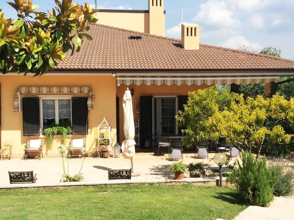 foto  Villa via Alcide De Gasperi, Mezzane di Sotto