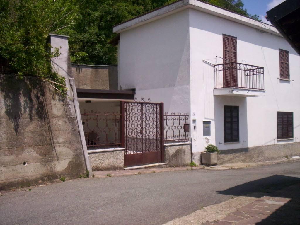 foto  Villa via Belvedere 2, Morbello
