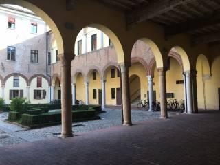 Foto - Bilocale piazza Ariostea 11, Centro Storico, Ferrara