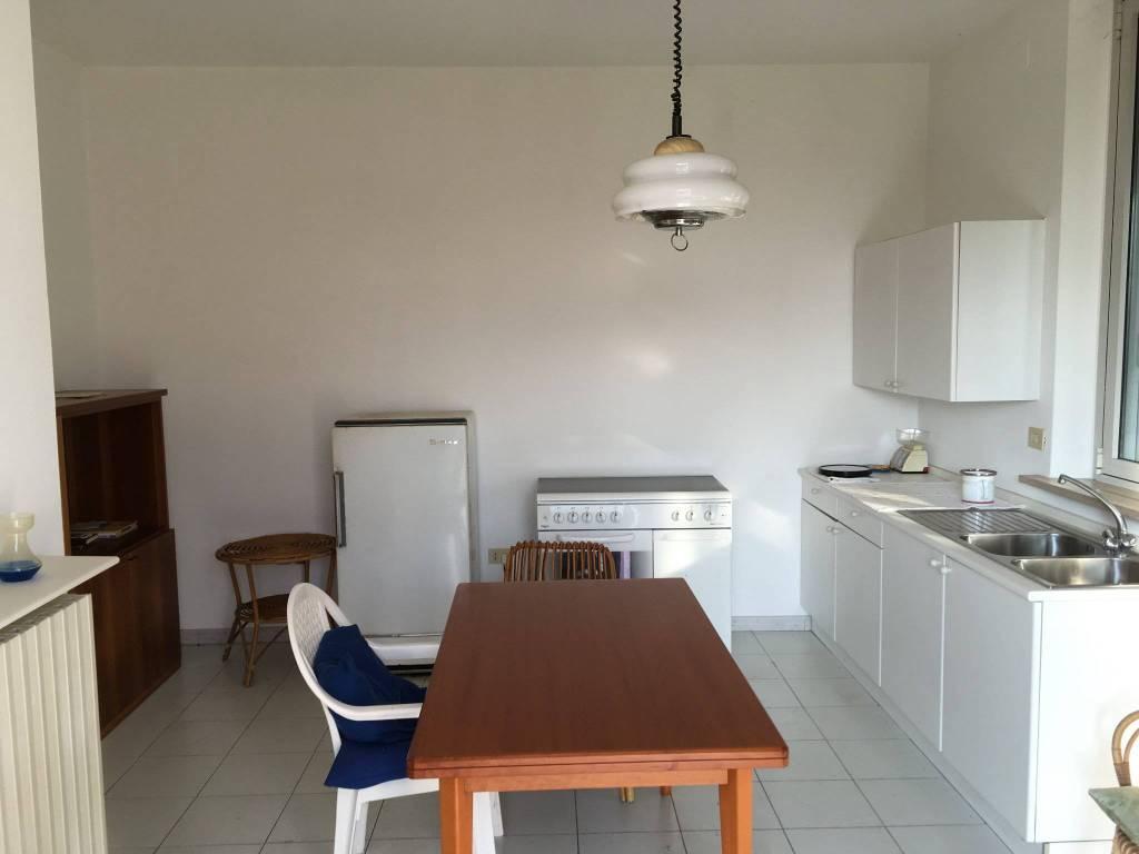 foto  Villa unifamiliare, buono stato, 400 mq, Commessaggio