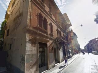 Foto - Palazzo / Stabile tre piani, da ristrutturare, Veronetta, Verona
