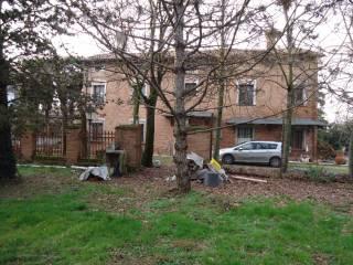 Foto - Villa, da ristrutturare, 2228 mq, Cavezzo