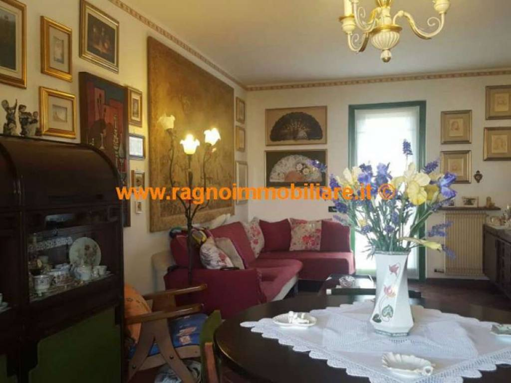 foto  Villa unifamiliare, buono stato, 160 mq, Casarile