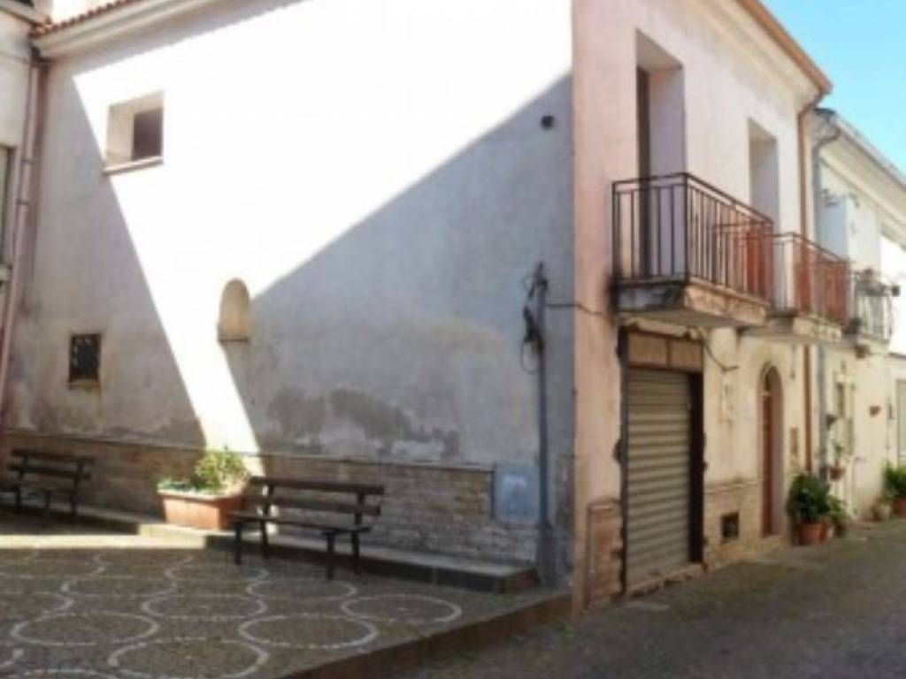 foto  Casa indipendente via Municipio, Arpaia