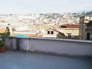 Foto - Trilocale da ristrutturare, terzo piano, Piazza Cavour, Napoli