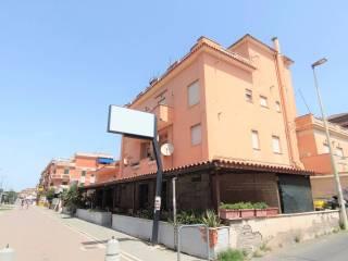 Foto - Palazzo / Stabile tre piani, buono stato, Torvaianica, Pomezia