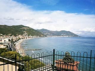 Foto - Trilocale via Punta Tacuara 11-12, Laigueglia