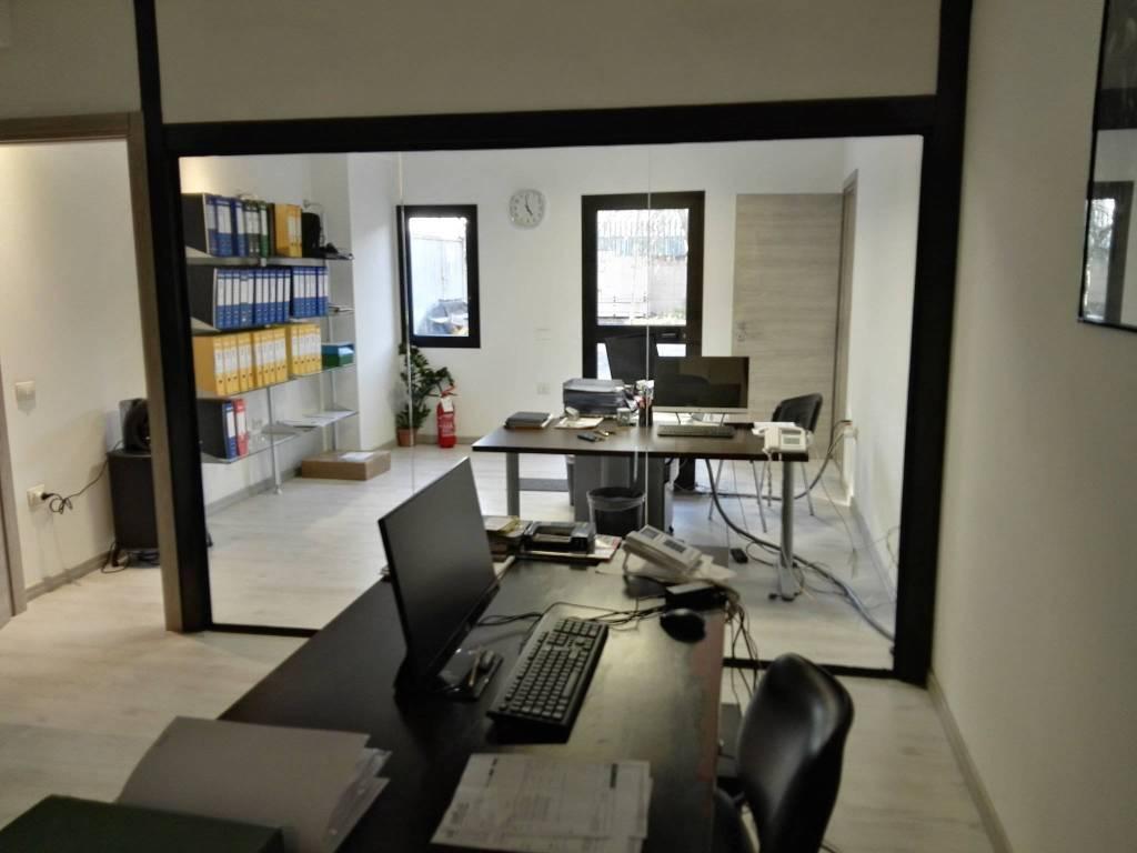 foto  Ufficio in Affitto a Elmas
