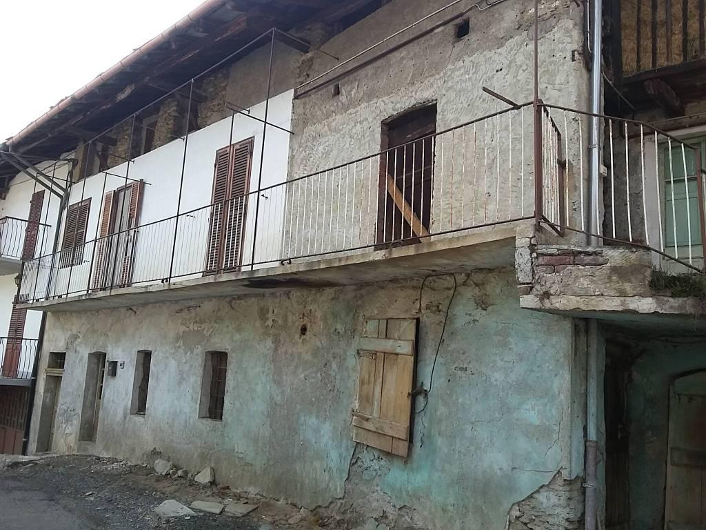 foto  Farmhouse, to be refurbished, 160 sq.m., Germagnano