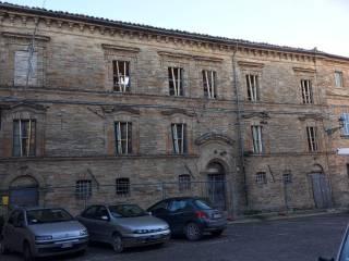 Foto - Palazzo / Stabile tre piani, da ristrutturare, Moregnano, Petritoli