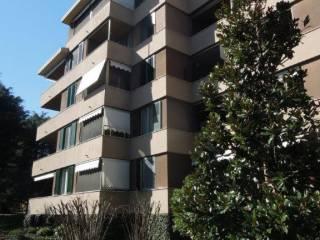 Foto - Quadrilocale buono stato, primo piano, Buccinasco