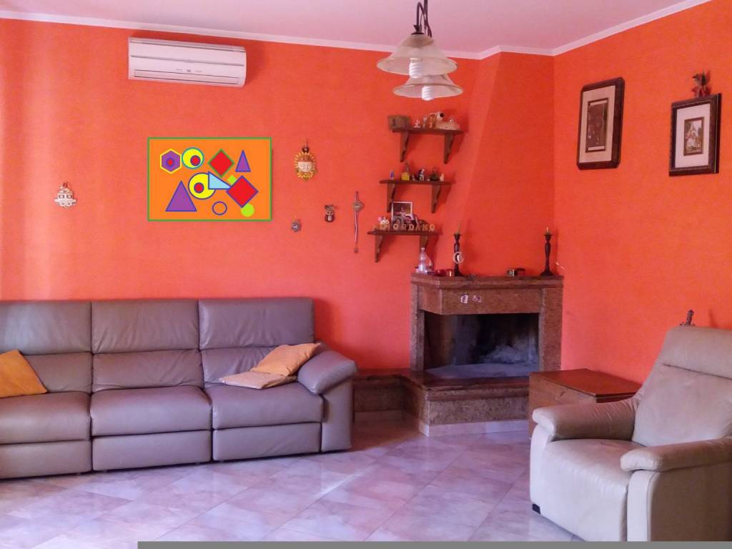foto salone Appartamento in villa via Lombardia 1, Genzano di Roma