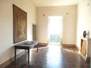 Foto - Appartamento da ristrutturare, primo piano, Caprarola