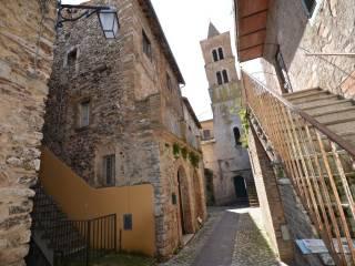 Foto - Palazzo / Stabile tre piani, da ristrutturare, Torri In Sabina