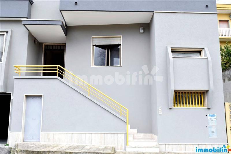 foto  Appartamento buono stato, primo piano, Oria