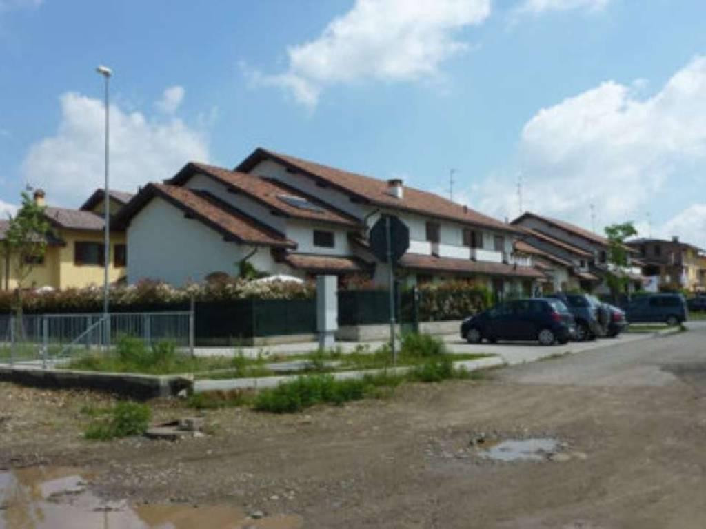 foto  Terreno edificabile residenziale a Caronno Pertusella
