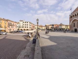 Foto - Palazzo / Stabile tre piani, da ristrutturare, Centro Storico, Padova