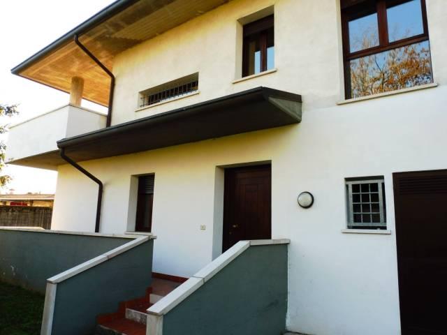 Villa in vendita a Bassano del Grappa, 6 locali, prezzo € 490.000   Cambio Casa.it