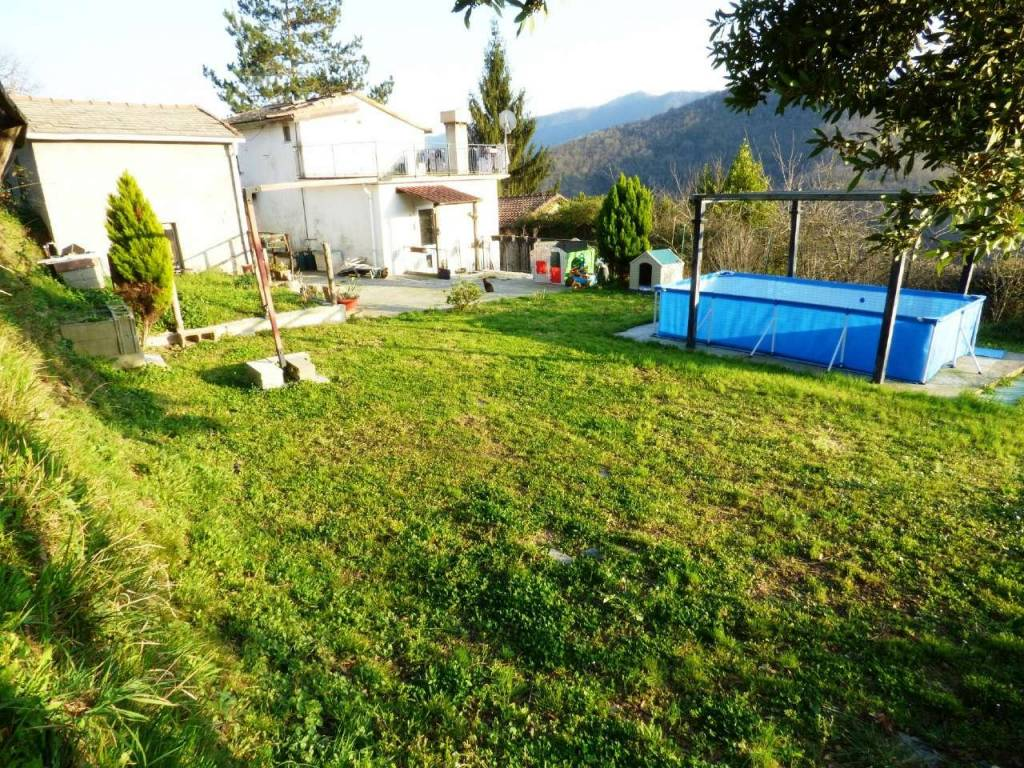 foto ESTERNO. Detached house via privata OGNIO, Neirone