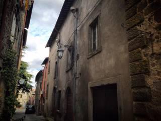 Foto - Palazzo / Stabile, da ristrutturare, Montefiascone