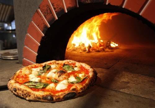 Ristorante / Pizzeria / Trattoria in vendita a Ispra, 2 locali, prezzo € 230.000 | Cambio Casa.it