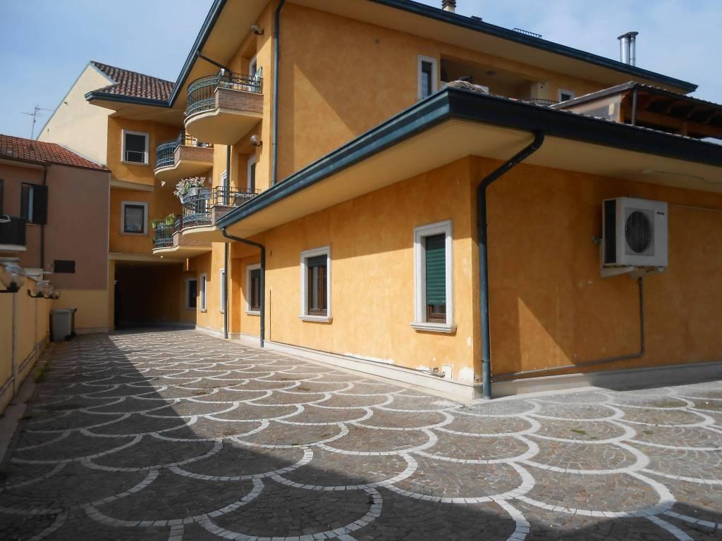foto parcheggio Negozio in Affitto a Avezzano