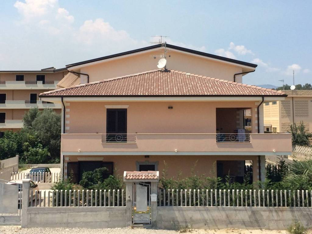 foto  Villa unifamiliare, ottimo stato, 159 mq, Caulonia