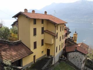 Foto - Palazzo / Stabile tre piani, da ristrutturare, Bellano