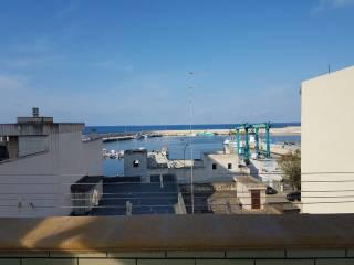 Foto - Palazzo / Stabile tre piani, ottimo stato, Mola di Bari