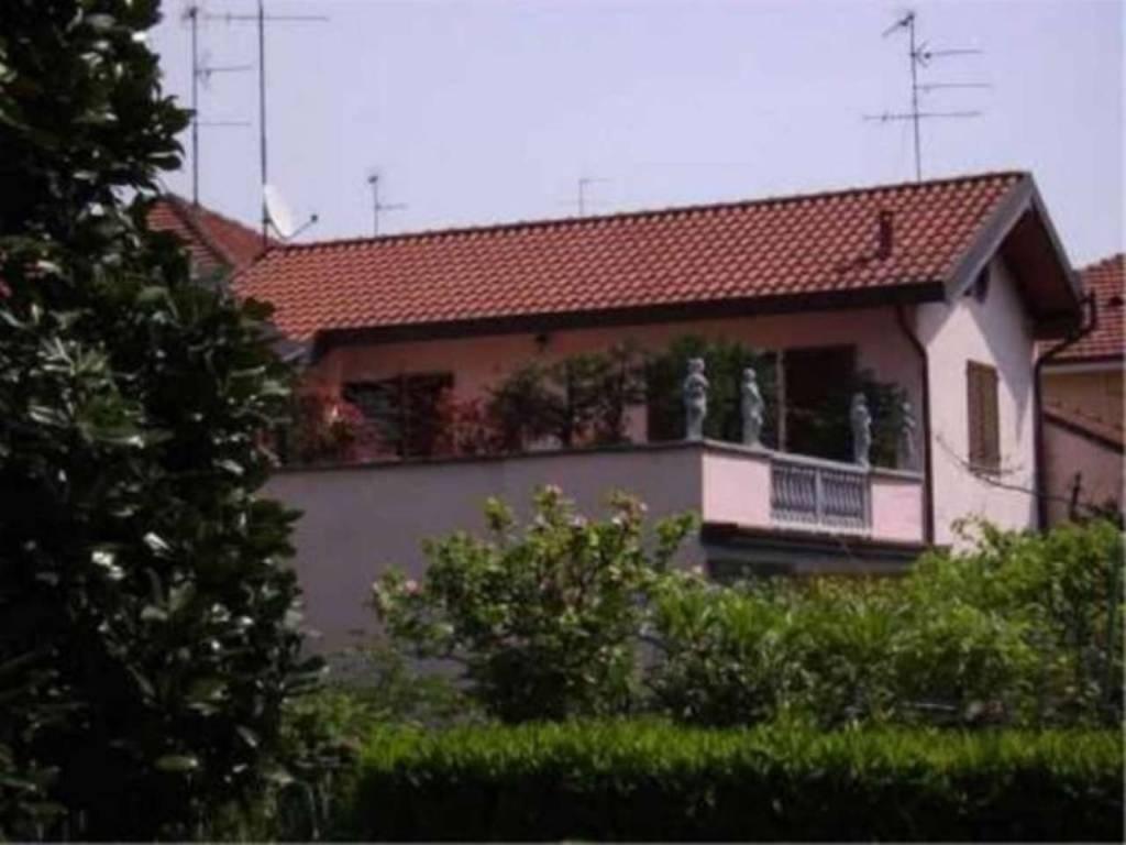 foto  Villa unifamiliare via Cristoforo da, Bollate
