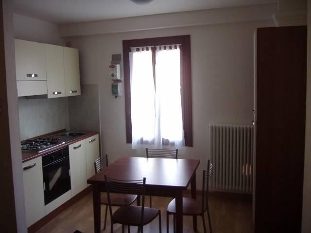 Appartamento in affitto a Como, 2 locali, zona Zona: 1 . Centro - Centro Storico, prezzo € 540 | Cambio Casa.it